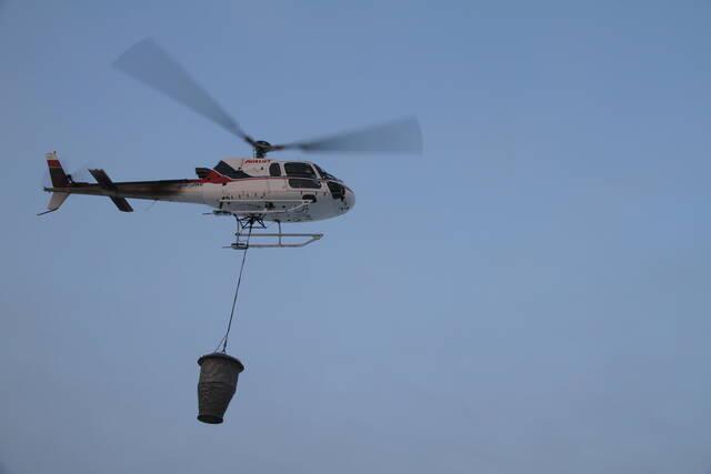 Helikopteri lentolevityskalustolla